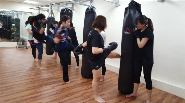 Active Red Gym and Kickboxing Fitness - Ladies Kickboxing Group Class